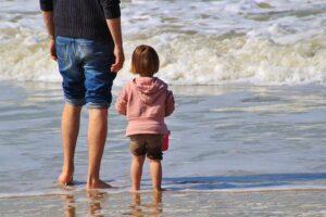 Vater mit Tochter (Symbolbild)